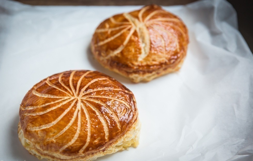 Mini galletas rellenas de crema pastelera -