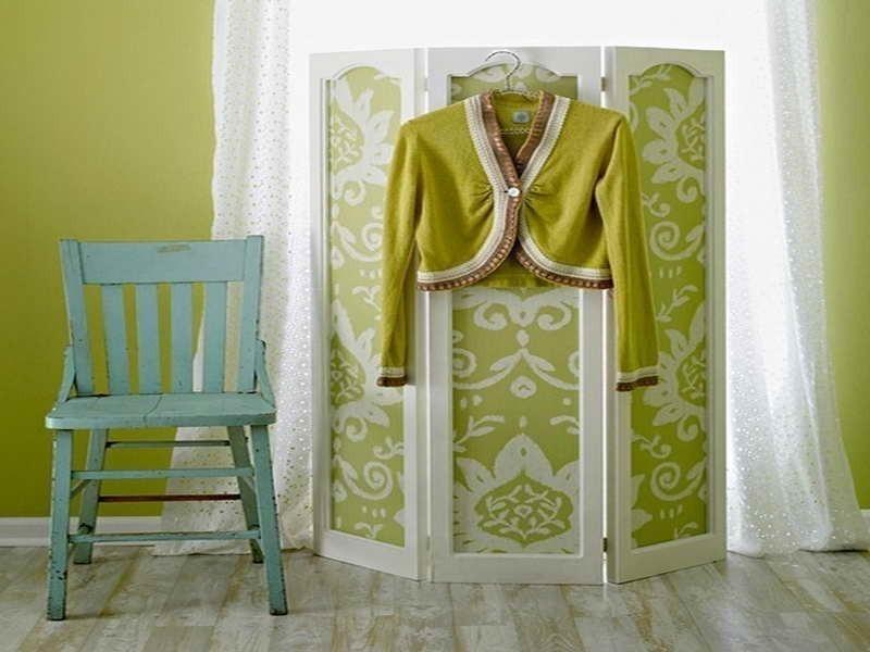 Cómo renovar tus muebles usando papeles estampados