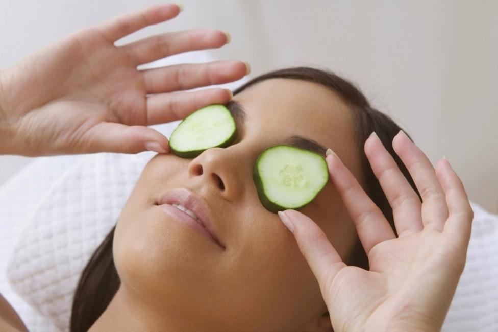 Eliminar bolsas en los ojos - pepino