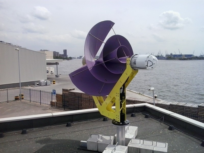 Un aerogenerador urbano que puede hacer a los hogares energéticamente autónomos