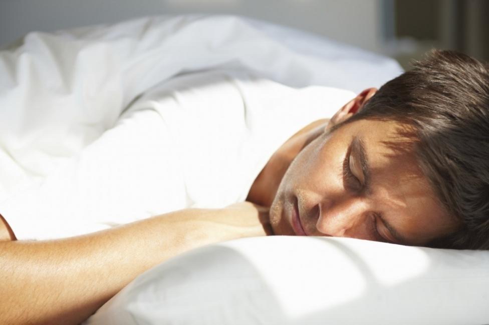 Eliminar bolsas en los ojos -dormir bien
