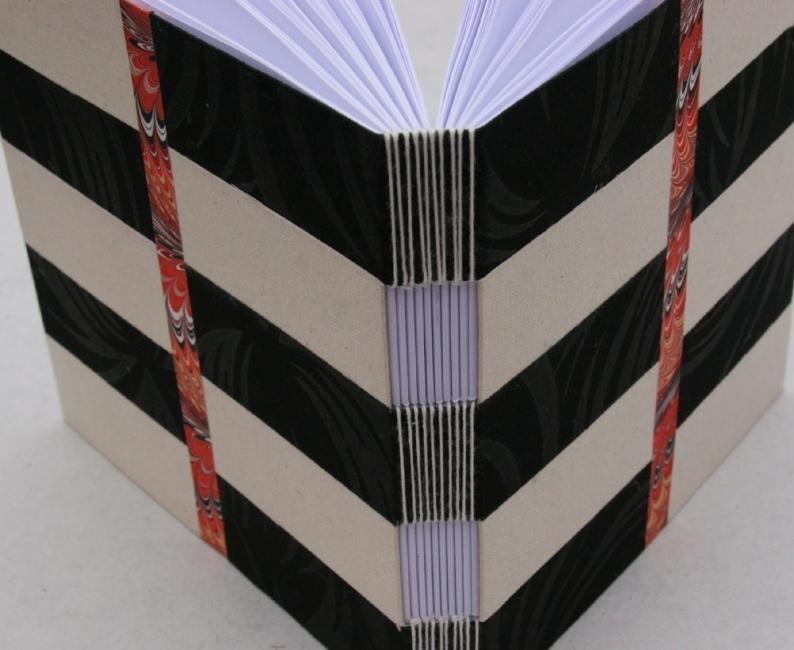 Cómo hacer un cuaderno con costura de ojal- diseño terminado