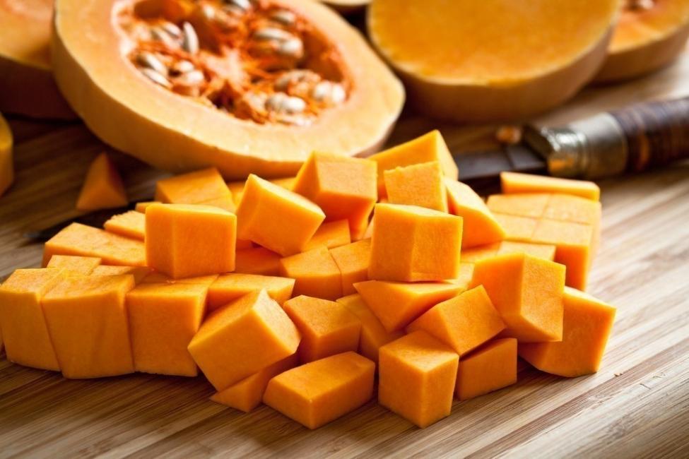 Lasaña de calabaza asada y queso- cortar calabaza
