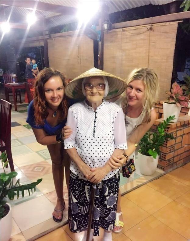 abuela de 89 años viaja por el mundo