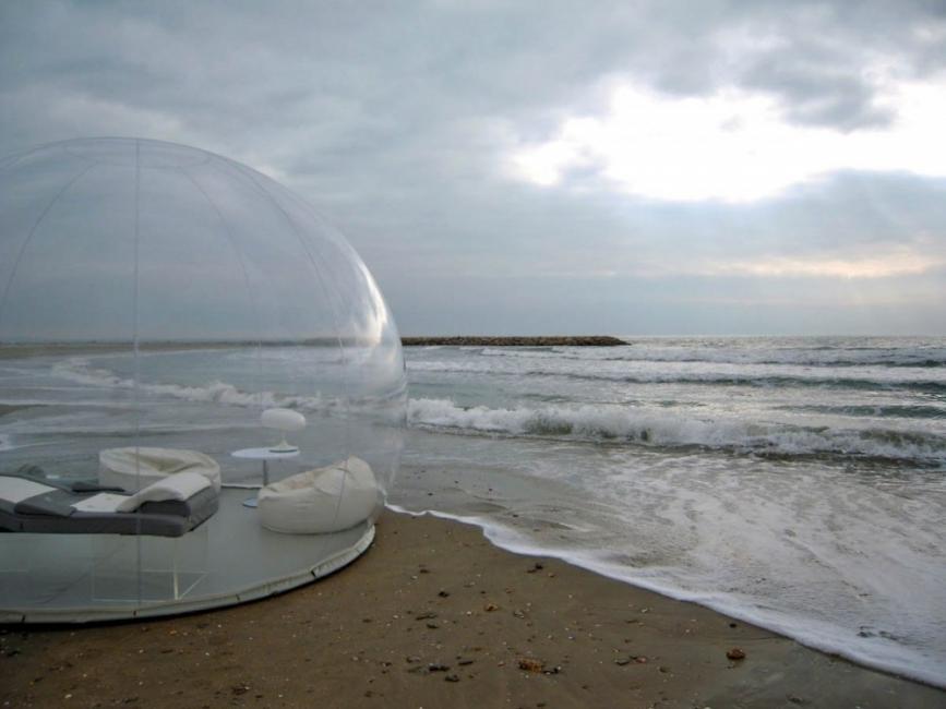 tienda transparente en la playa