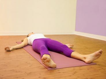 Asana-Savasana-El-cadaver-hatha-Yoga