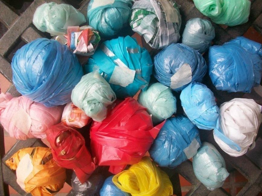 ovillos de bolsa plástica