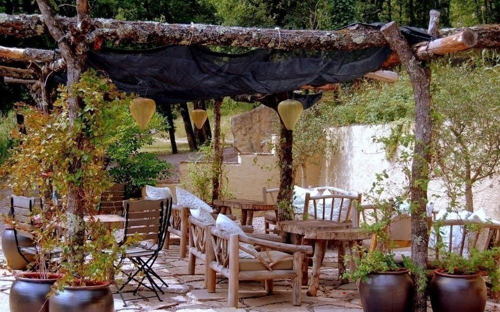 gazebos- comedor- Rincones cubiertos para disfrutar del aire libre