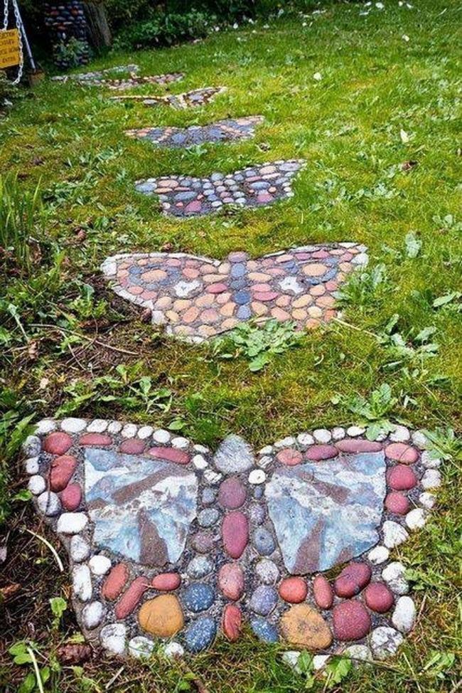 Camino con piedras- mariposas