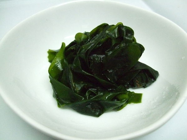 800px-Boiled_wakame