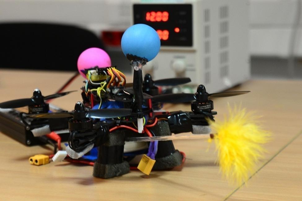 Abeja robótica capaz de polinizar - Universidad de Varsovia
