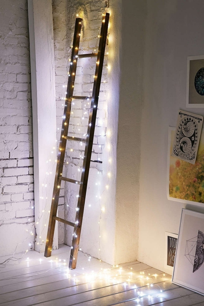 Decorar con luces en cadena - escalera