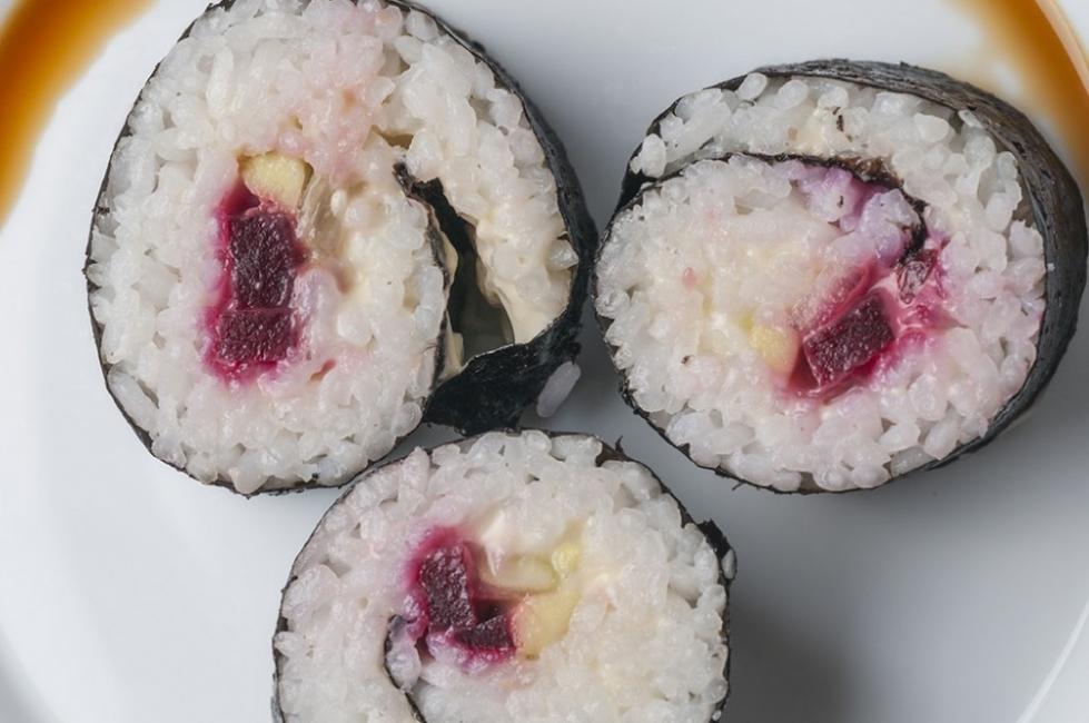 sushi de remolacha y tofu