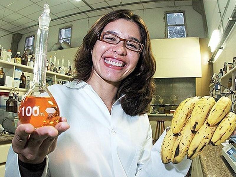 Descontaminar agua usando cáscaras de plátano- milena