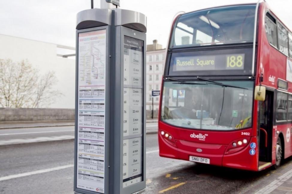 paradas de autobus solares con tinta electrónica en Londres -paradas