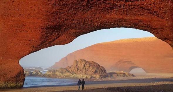 7- En playa Legzira , Marruecos.