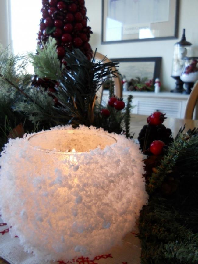 Ideas para decorar tus velas navideñas - velas con forma de copos de nieve