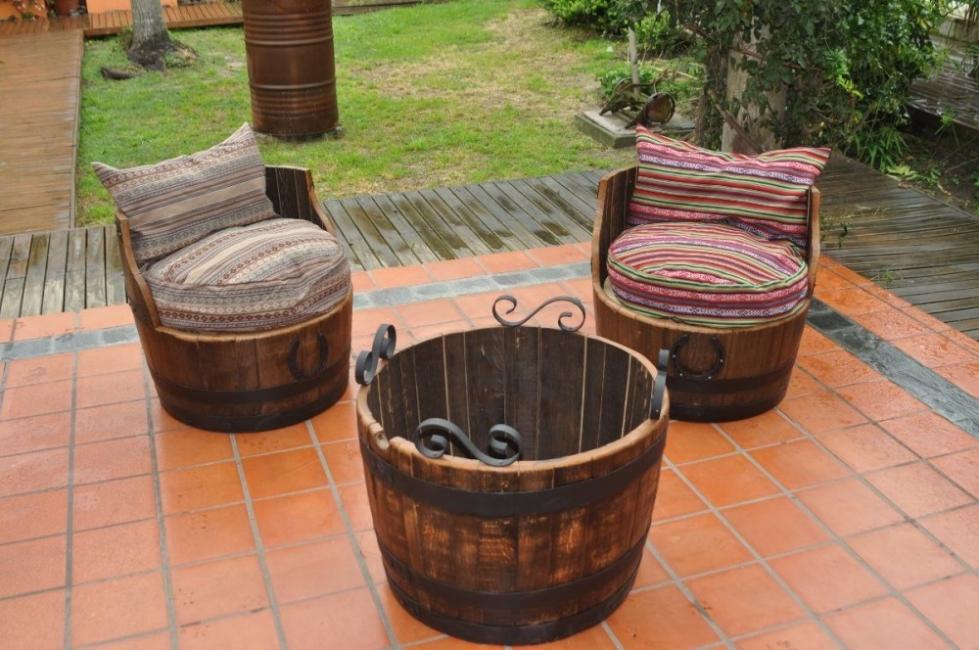 907ef65ba2fff También puedes crear sillones reutilizando barriles que irán perfecto en tu  jardín