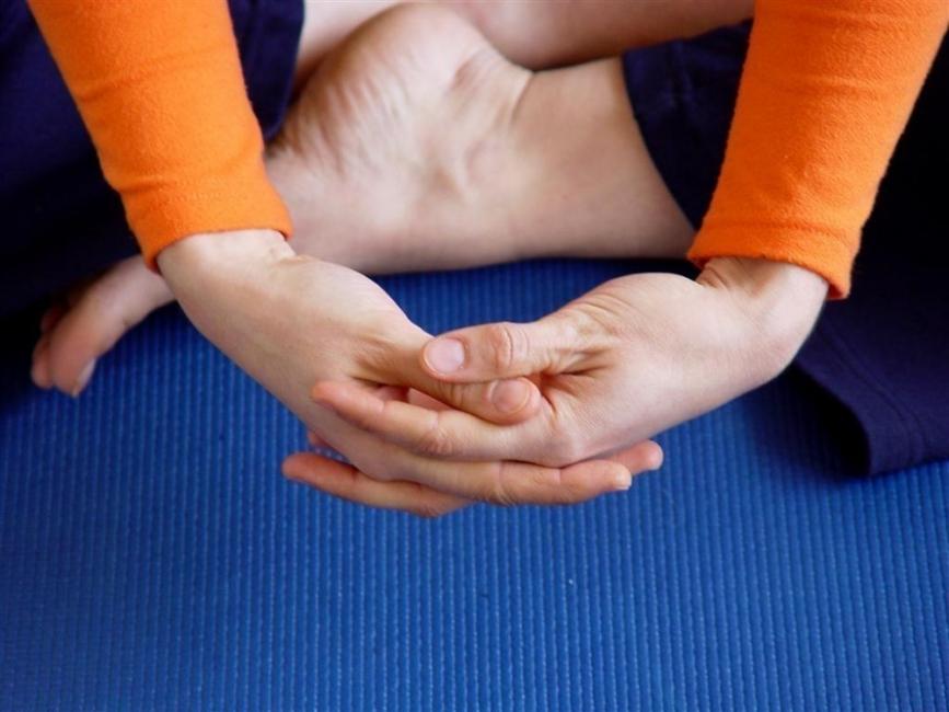 mudras- posiciones de manos yoga-Ushas mudra