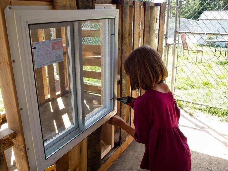 niña casas a los sin techo