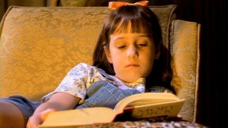Los expertos recomiendan leerles a los niños pequeños con la mayor frecuencia posible