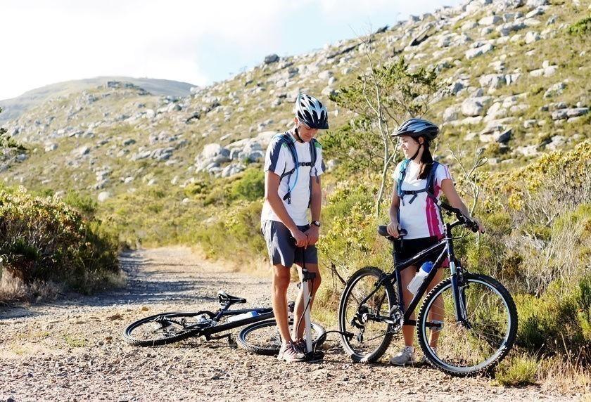 reparar una rueda pinchada de bicicleta sin parches