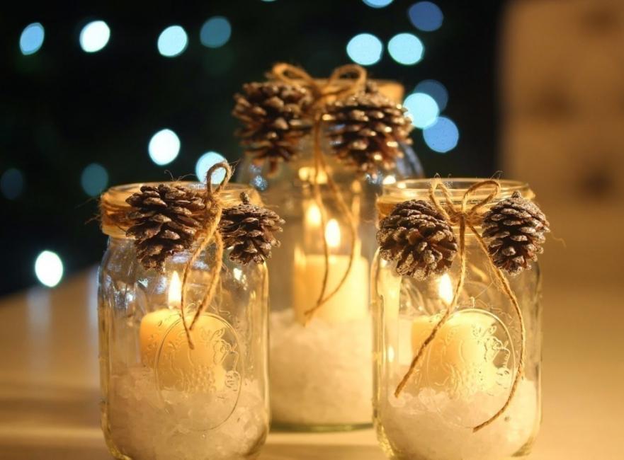 Ideas para decorar tus velas navideñas - velas con piñas