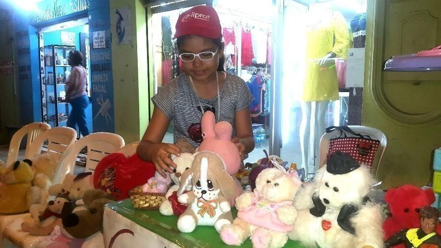 Esta niña convirtió sus juguetes en agua para los afectados del terremoto de Ecuador- danna y juguetes