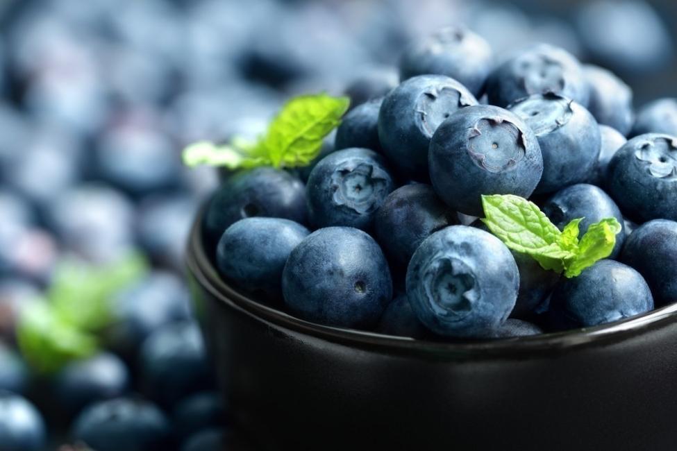 alimentos para deshinchar el abdomen - arándano