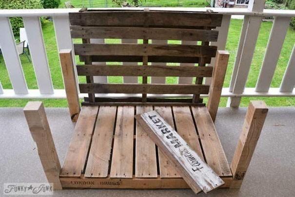 sillón de pallet y arpillera- materiales