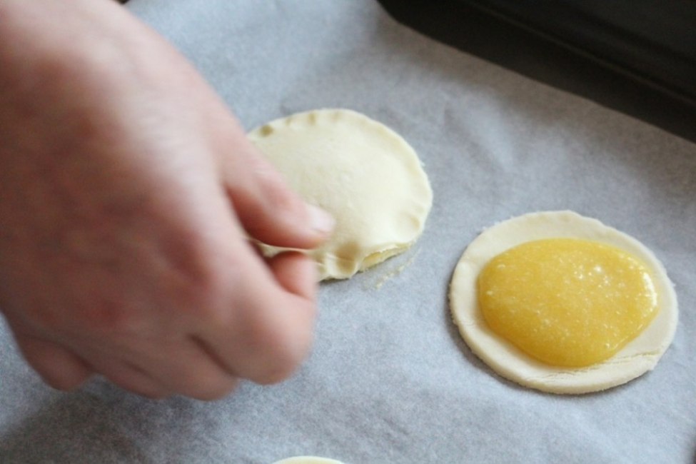 Mini galletas rellenas de crema pastelera - armado