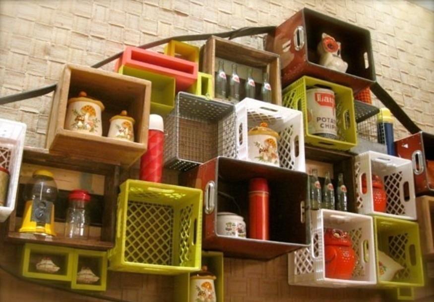 Muebles con cajones plásticos de cerveza - estanterías