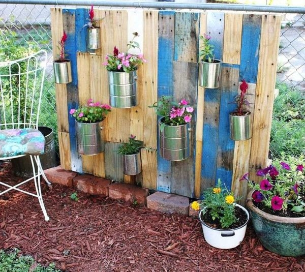 How-to-make-a-nice-garden-with-pallets