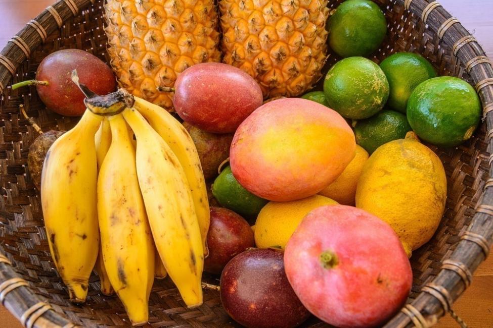 10 mitos y verdades sobre formas de bajar de peso- frutas