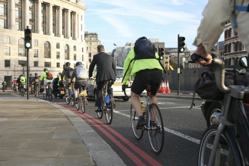 Prohiben los automóviles en Oslo - transporte urbano en bicicleta
