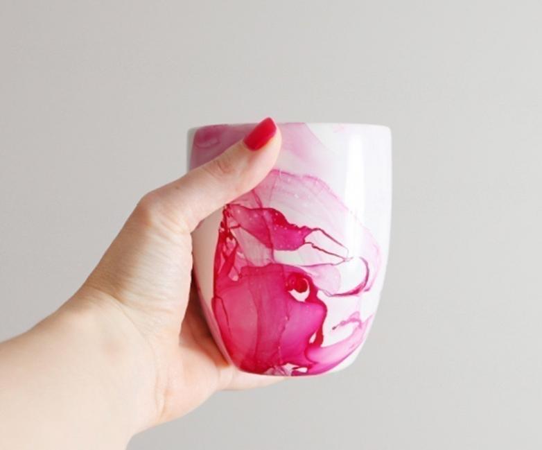 Cómo decorar tazas de manera original y colorida