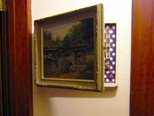 armario oculto en habitación pequeña