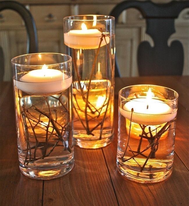 Ideas para decorar tus velas navideñas - velas flotantes con ramitas