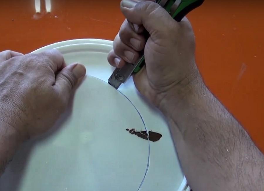 Aire acondicionado casero, reciclado y portátil - paso 1: cortar la tapa