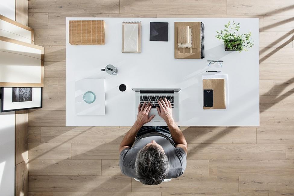 energía positiva a tu lugar de trabajo-  escritorio