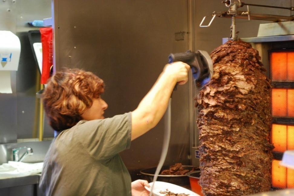 La comisión de Sanidad del Parlamento Europeo rechazó una propuesta de la Comisión Europea para permitir el uso de fosfatos en la carne de kebab