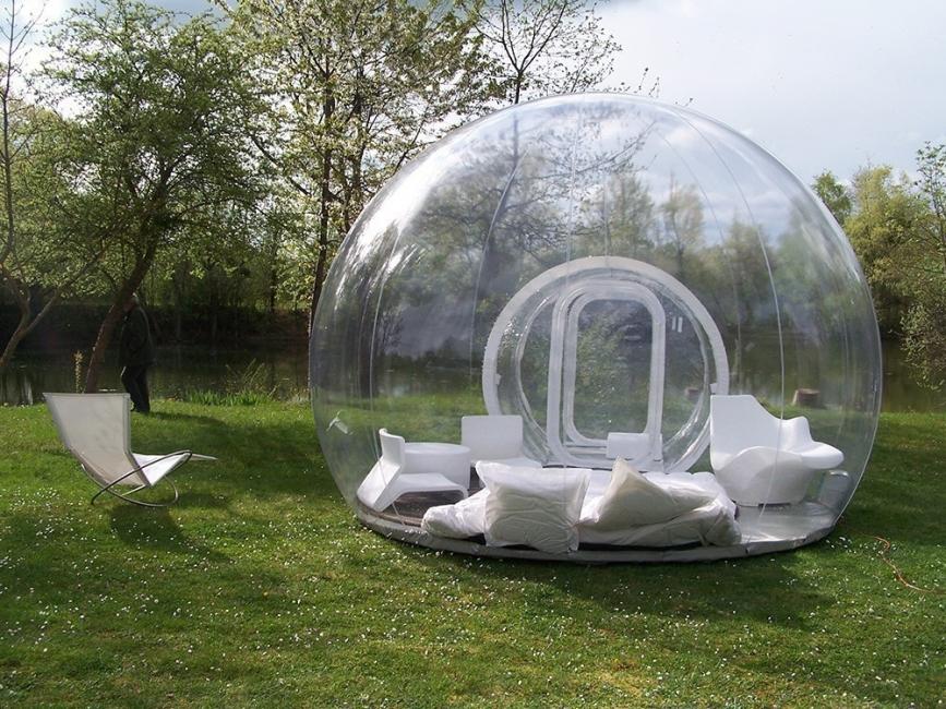 tienda transparente en el parque