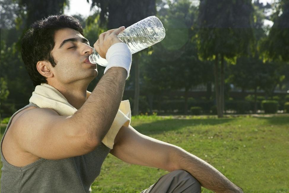 Deshinchar el abdomen - beber mucha agua