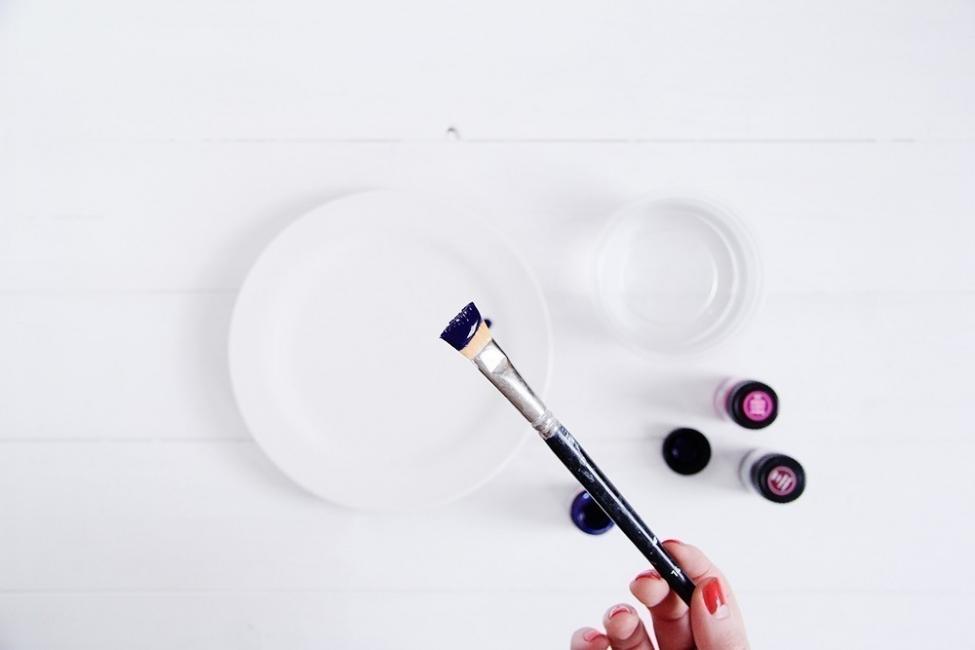 Cómo hacer watercolor para renovar tus platos paso a paso