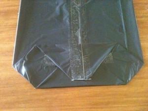 10 - Doblar ahora la parte superior del cuadrado hacia abajo y unir con cinta adhesiva...
