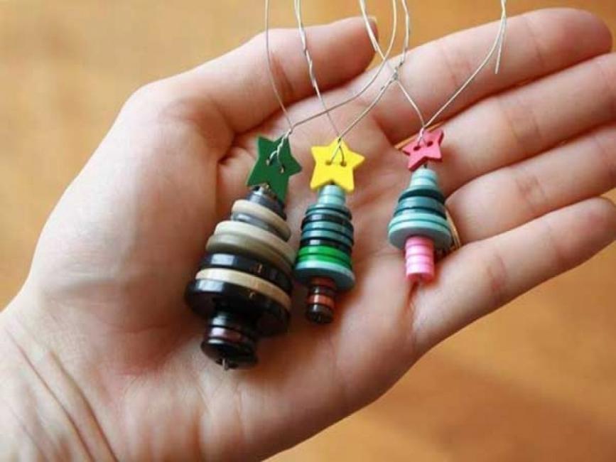 20 ideas navideñas para decorar tu hogar en menos de una hora- arbolito con botones