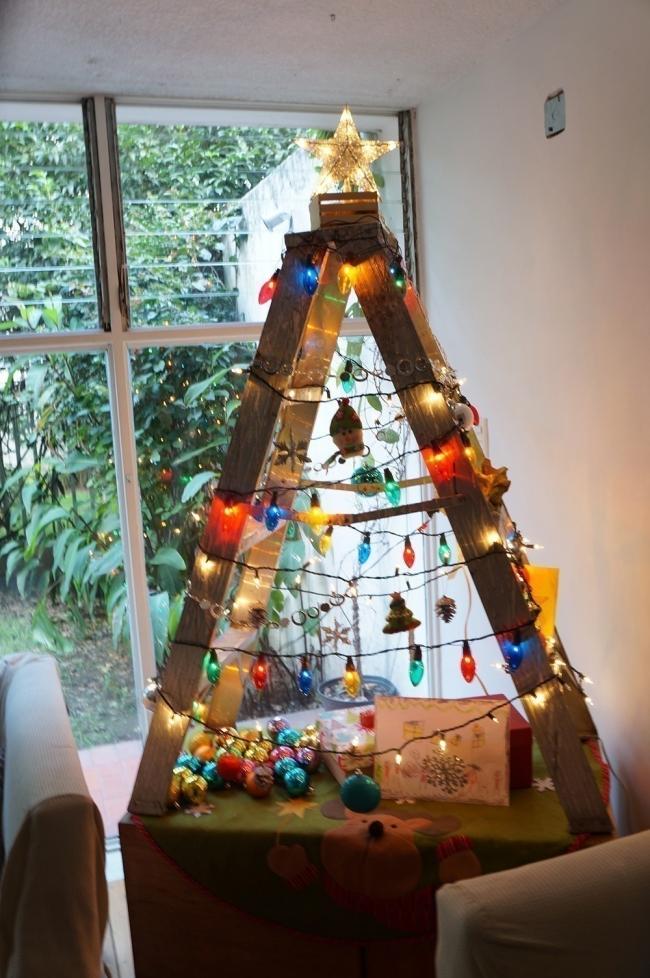 Árboles de Navidad para espacios pequeños - escalera pequeña