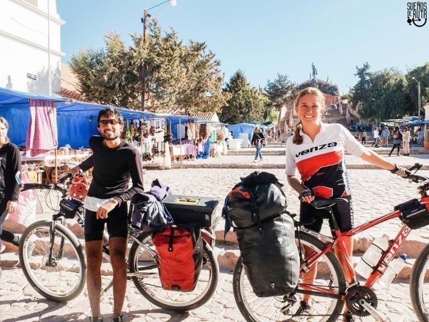 Ellos dejaron todo para salir a recorrer el mundo, ¡en bicicleta!