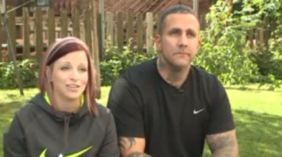 Nicole y Shane Sifrit, padres de la pequeña Mariana