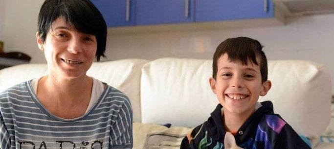 niño salva a su padre gracias a serie de televisión